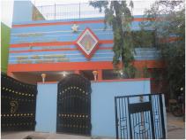 L'entrée du bâtiment principal